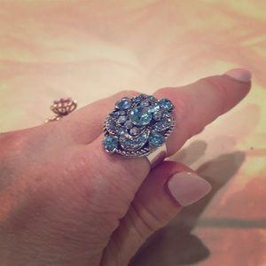 Jewelry - Vintage style blue rhinestone ring